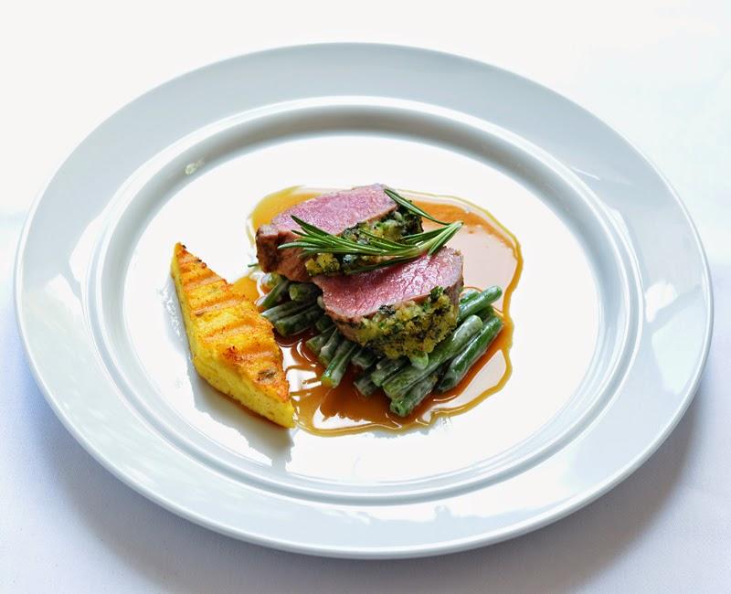 Lamm mit Kräuterkruste und Polenta