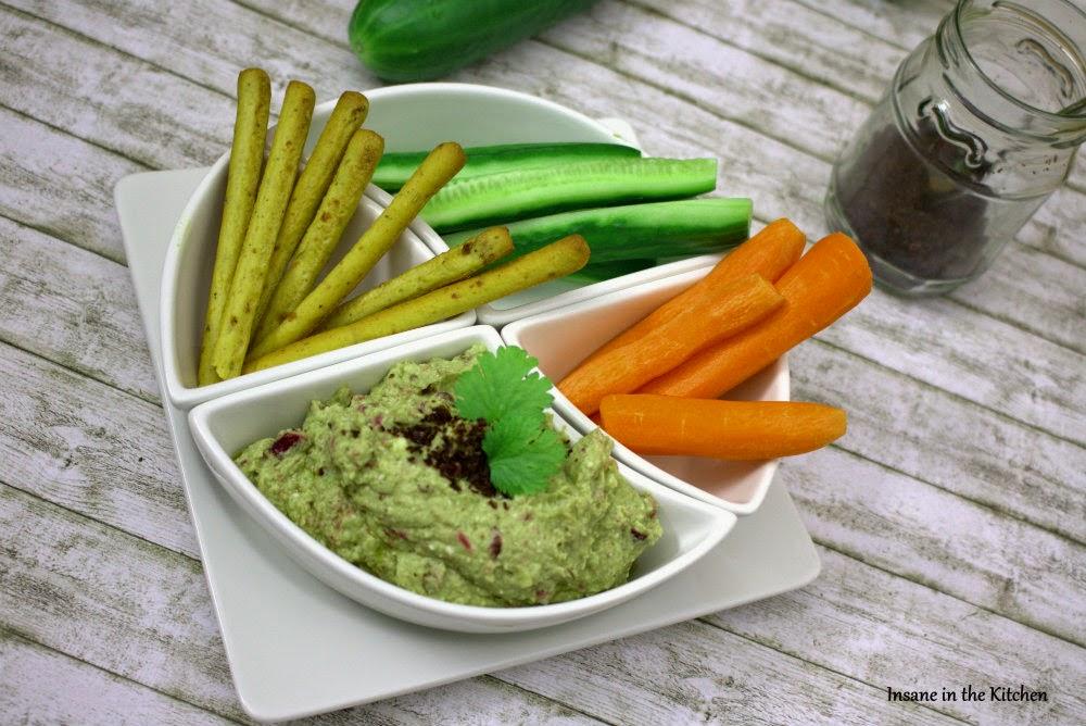 Avocado-Dip mit Feta und türkischem Chili