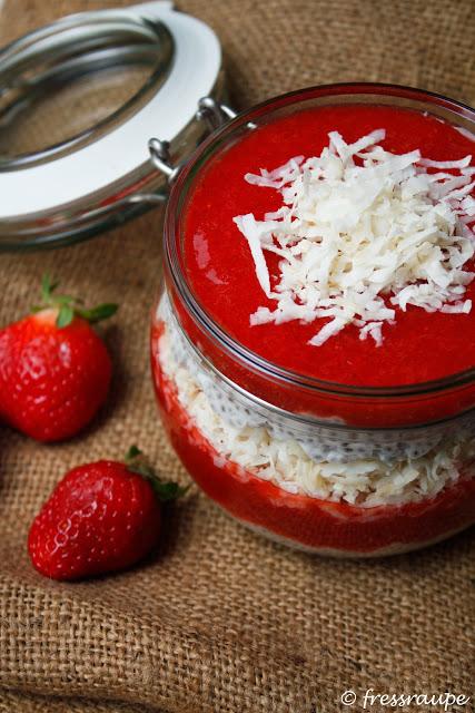 Chia-Kokos-Pudding mit Erdbeeren