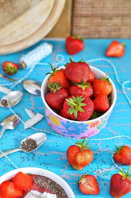 Strawberry Chia Smoothie Bowl