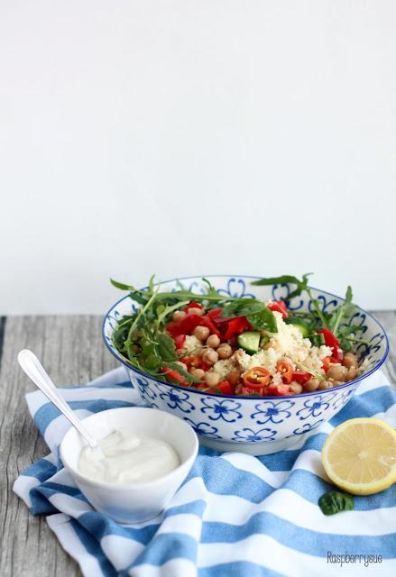 Couscous-Salat mit Tahini Sauce