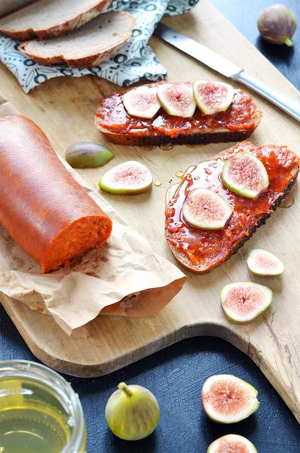 traditionell isst man Sobrasada mit Honig und Trockenfrüchten...