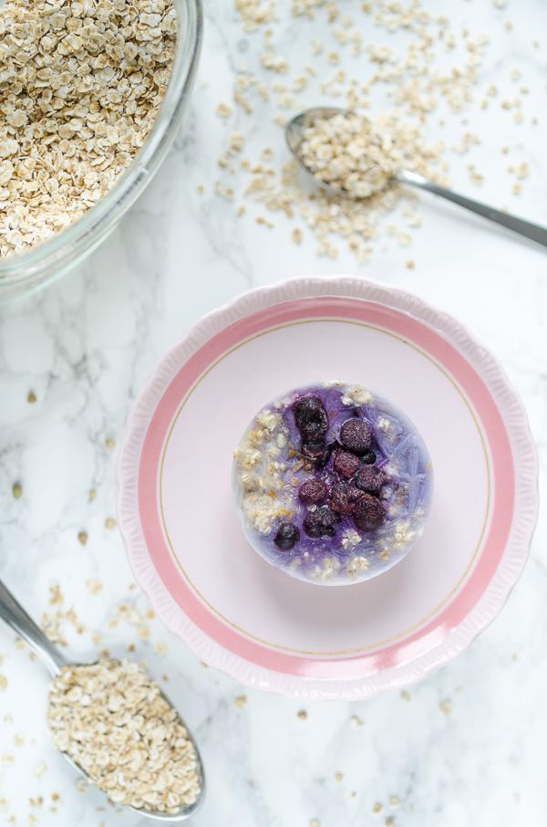 vegane Oatmeal Cups zum Einfrieren mit Blaubeeren