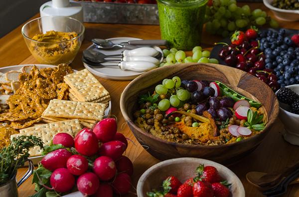 Hummus Cracker frisches Obst und Gemüse