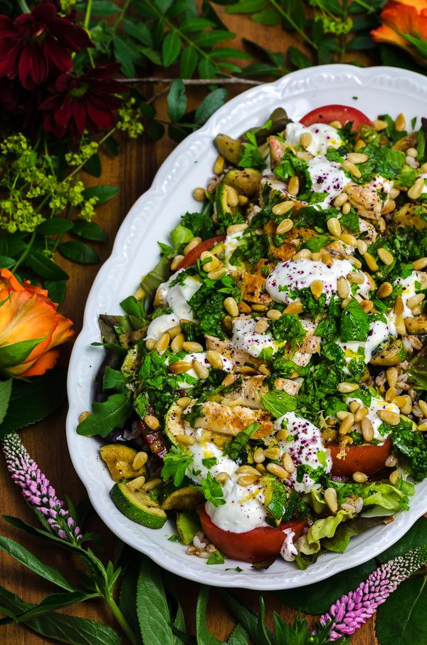 Dinkelreissalat mit gegrillten Hähnchenstreifen, Zucchini & Ziegenkäse
