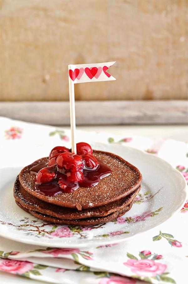 Schokoladen Pancakes mit Kirschen