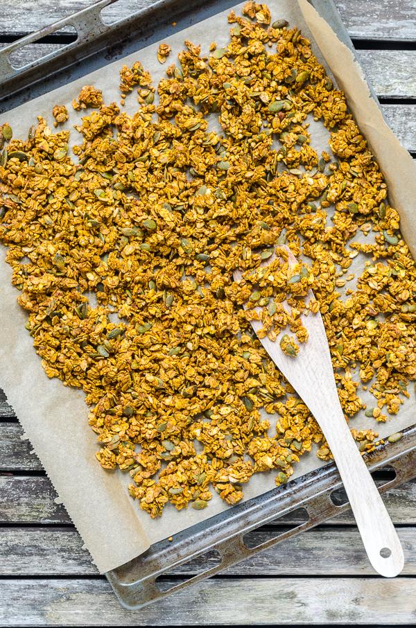 crunchy Pumpkin Granola auf Backblech